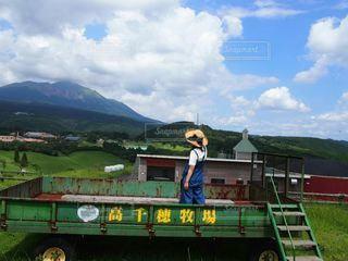 牧場のトラックの写真・画像素材[2122995]