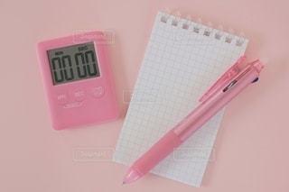 ピンク色のタイマーの写真・画像素材[2128362]