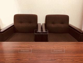 会議室:正面木製のテーブルの写真・画像素材[2124016]