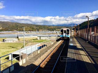 電車と山々の写真・画像素材[2132366]