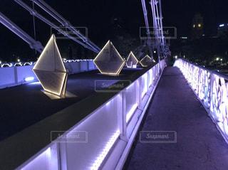 夜のシンガポールの橋の写真・画像素材[2656117]