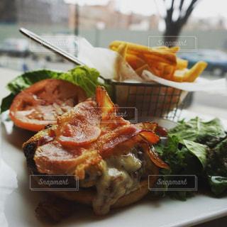 NewYork ブルックリンのボリューミーなハンバーガーの写真・画像素材[2119591]