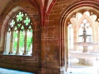 大きな窓のある教会の写真・画像素材[3330126]