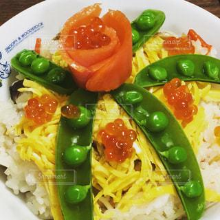 綺麗なちらし寿司の写真・画像素材[2121440]