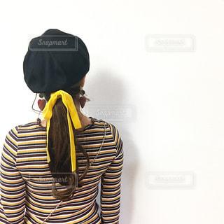 帽子をかぶっているロングヘアーの女性の写真・画像素材[849391]