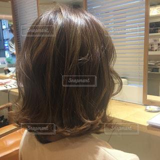 美容院でカットした女性の写真・画像素材[849924]