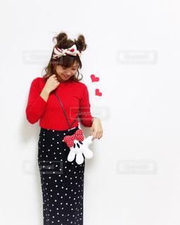 赤いドレスを着ている人の写真・画像素材[1105714]