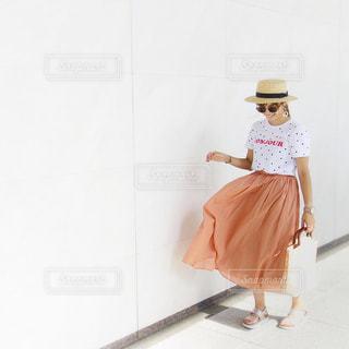 スカートひらりんコーデの写真・画像素材[1433099]