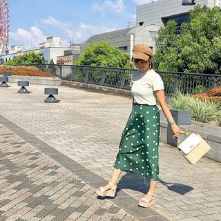 歩道を歩く人の写真・画像素材[1448514]
