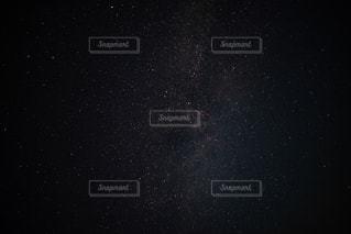 真夜中の星の写真・画像素材[2258187]