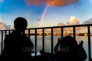 ホテルから見える海と虹の写真・画像素材[2492028]