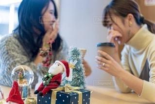 カフェで話す女子の写真・画像素材[2721259]