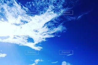 空にある雲のグループの写真・画像素材[2122845]
