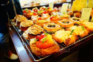 パン屋さんのデザートパンの写真・画像素材[2123724]
