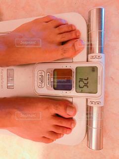 体重計に乗るの写真・画像素材[2126110]