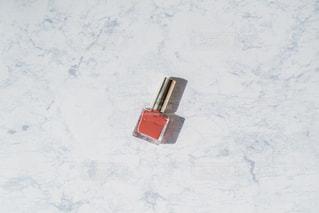 くすみピンクのマニキュアの写真・画像素材[2633882]