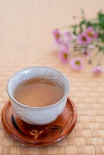 テーブルの上のコーヒー1杯の写真・画像素材[2862442]