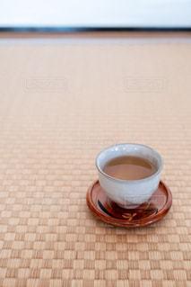 テーブルの上のコーヒー1杯の写真・画像素材[2862451]