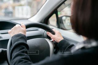 車を運転している人の写真・画像素材[2999719]