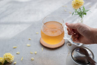 お花と紅茶の写真・画像素材[3617180]