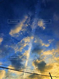 飛行機雲の写真・画像素材[2125344]