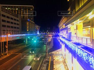 夜の通りの写真・画像素材[2126508]