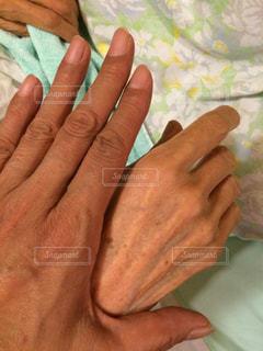 母の手、私の手の写真・画像素材[2127952]