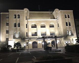 ライトアップされた名古屋市公会堂の写真・画像素材[2422440]