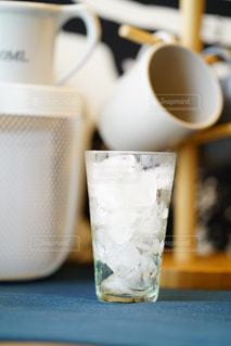 テーブルの氷の写真・画像素材[2334640]