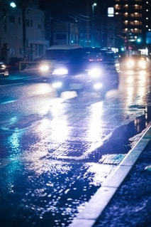 雨の夜の眩しさの写真・画像素材[2646644]