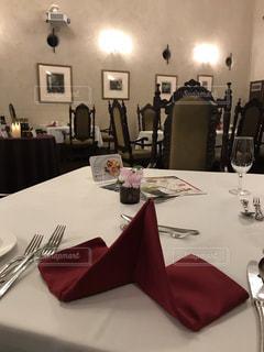 落ち着いた雰囲気のレストランの写真・画像素材[2129684]