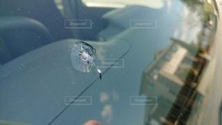 飛び石でついたフロントガラスのキズの写真・画像素材[3037158]