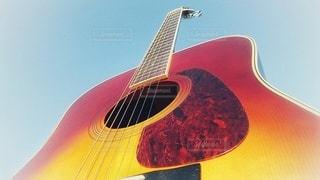 アコースティックギターの写真・画像素材[2150641]