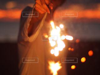 夕暮れ花火の写真・画像素材[2172673]