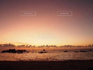 夕暮れビーチの写真・画像素材[2172677]