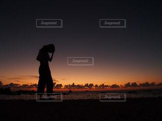 夕暮れシルエットの写真・画像素材[2172678]