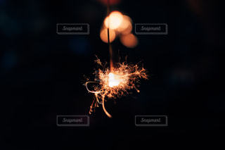線香花火の写真・画像素材[2243698]
