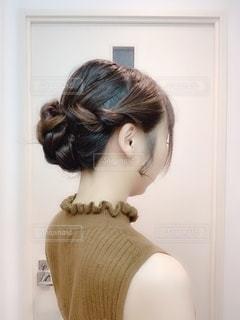 暑い日のまとめ髪の写真・画像素材[2232053]