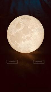 月のライトの写真・画像素材[2134530]