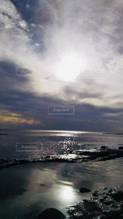 海と太陽と雲の写真・画像素材[2138958]