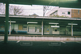 電車待ちの景色の写真・画像素材[2131129]