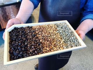 コーヒー豆のグラデーションの写真・画像素材[2130565]
