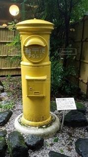 黄色いポストの写真・画像素材[2137766]
