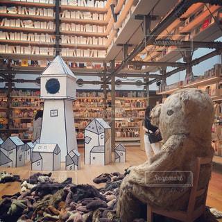 店内に陳列される熊のぬいぐるみの写真・画像素材[2136108]