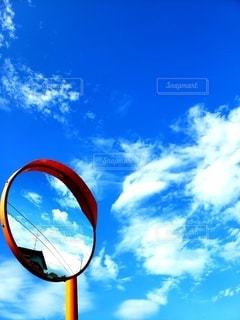 ミラーと青空の写真・画像素材[2321319]