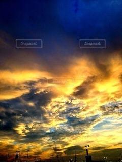 雨上がりの夕暮れの写真・画像素材[2381843]