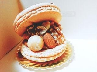 極上のマカロンケーキの写真・画像素材[2137736]
