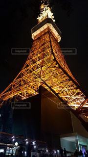 夜にライトアップした東京タワーの写真・画像素材[2139877]