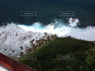 崖から見える海の写真・画像素材[2139238]