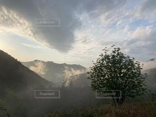 空にある雲のグループの写真・画像素材[2139277]